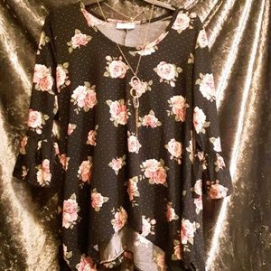 Bobbie Brooks Floral Flare Sleeve Womans Top FREE